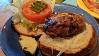 カリフォルニア101ピザのハンバーガー
