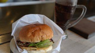 13鉄板カフェのハンバーガー